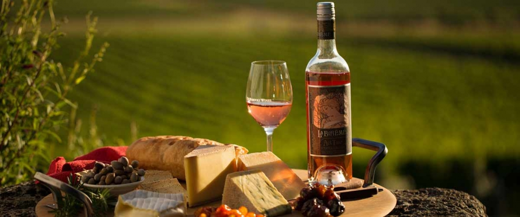 experiences-food-wine-hero-1-de-bortoli-yarra-valley-estate-victoria-2014-069027-2000x837.jpg