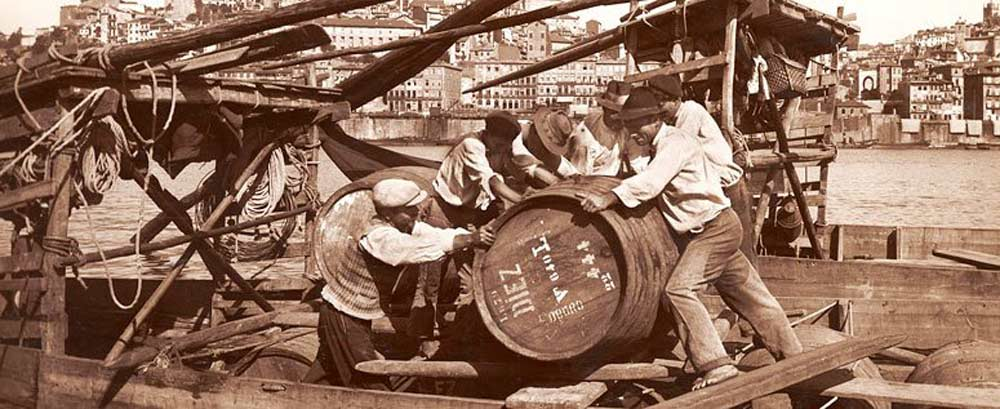 unloading-casks-at-the-quay_16512713924eba58bd07f8d.jpg